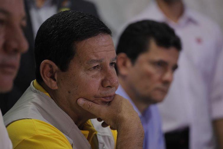 Hamilton Mourão e Sergio Moro visitam Pacaraima