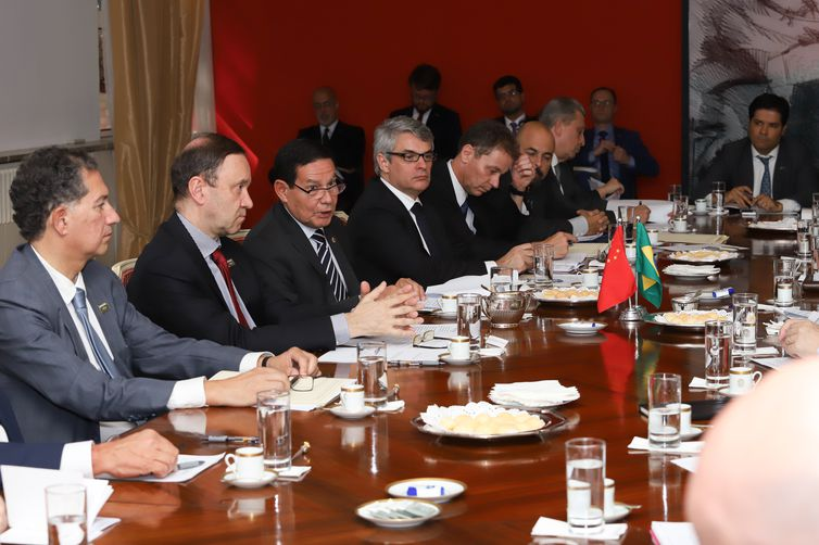 O vice-presidente da República, Hamilton Mourão, durante reunião de coordenação com a delegação brasileira para a V Comissão Sino-brasileira de Alto Nível de Concertação e Cooperação (Cosban), em Pequim, China.