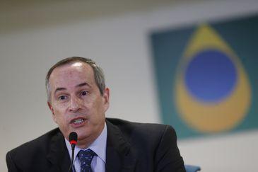 O diretor-geral da Agência Nacional do Petróleo, Gás Natural e Biocombustíveis (ANP), Décio Oddone, anuncia consulta pública para debater periodicidade do repasse dos reajustes de preço dos combustíveis.