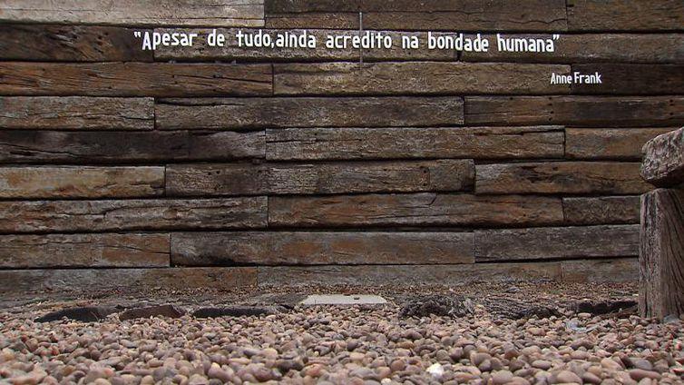 Muro do Museu do Holocausto de Curitiba