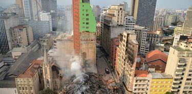 Busca por desaparecidos em prédio que desabou no Largo do Paissandu