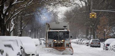 Cidades como Nova York e Washington registram níveis históricos de neve