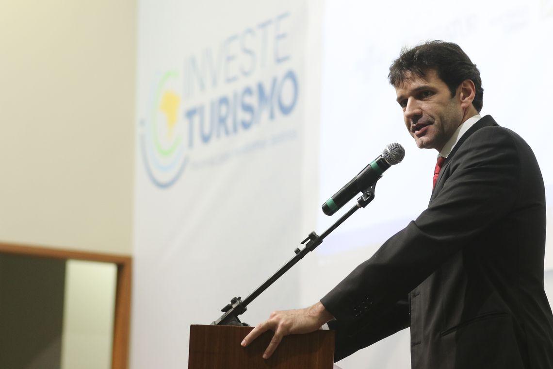 O ministro do Turismo, Marcelo Álvaro Antônio, apresenta o Programa Investe Turismo.