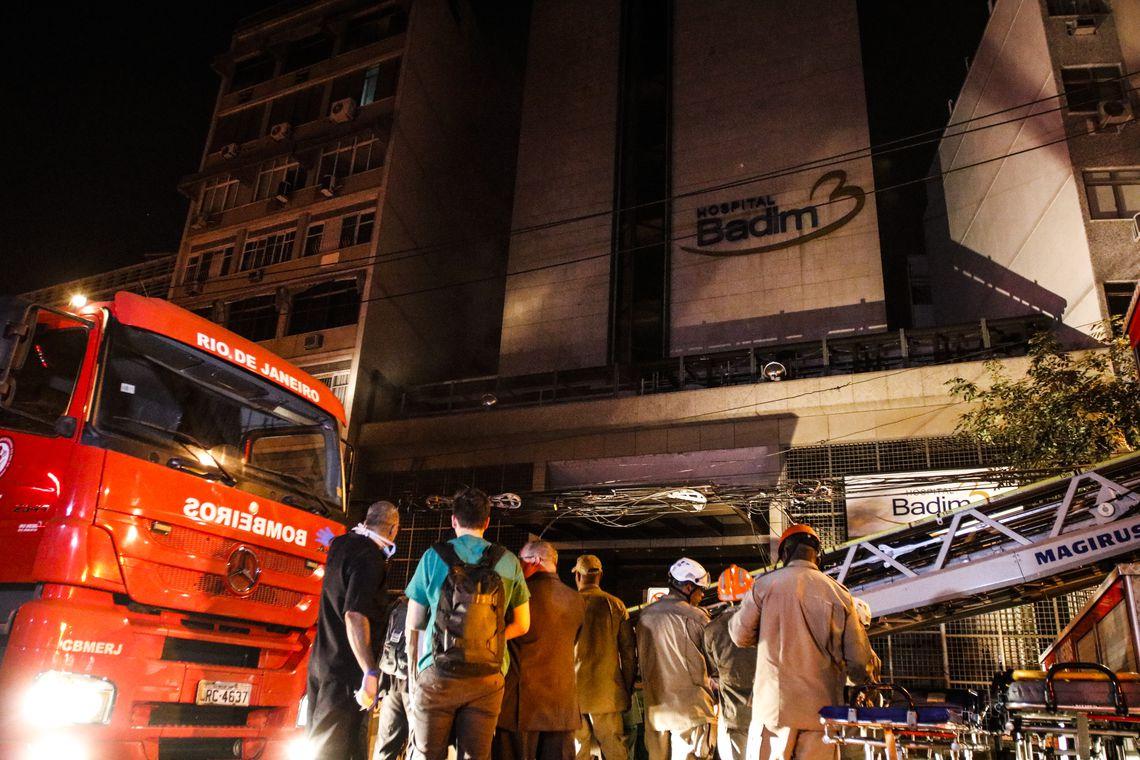 Incêndio atinge prédio do Hospital Badim, no bairro do Maracanã, zona Norte da cidade.