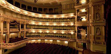 Interior da Ópera Semper, em Dresden, Alemanha