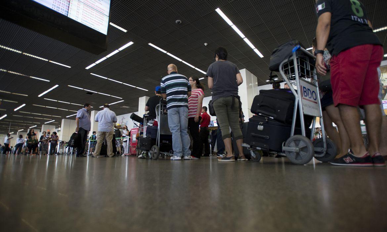 Brasília - Movimento é tranquilo no Aeroporto Juscelino Kubitschek