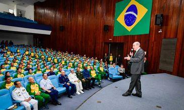 Ministro da Defesa encontra militares atletas que competirão em mundial militar.