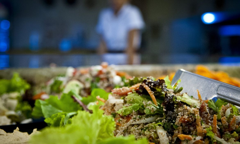 De acordo com a Sociedade Brasileira de Mastologia, alimentos saudáveis ajudam a regular o metabolismo