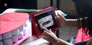Universidade do Rio desenvolve projeto de livros didáticos digitais para cegos