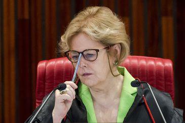 A presidente do Tribunal Superior Eleitoral (TSE), Rosa Weber, durante sessão plenária para análise de embargos de declaração em representação, recursos ordinários e recursos especiais eleitorais referentes às Eleições 2018.