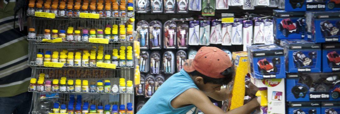 Consumismo infantil em crianças pode levar à angústia