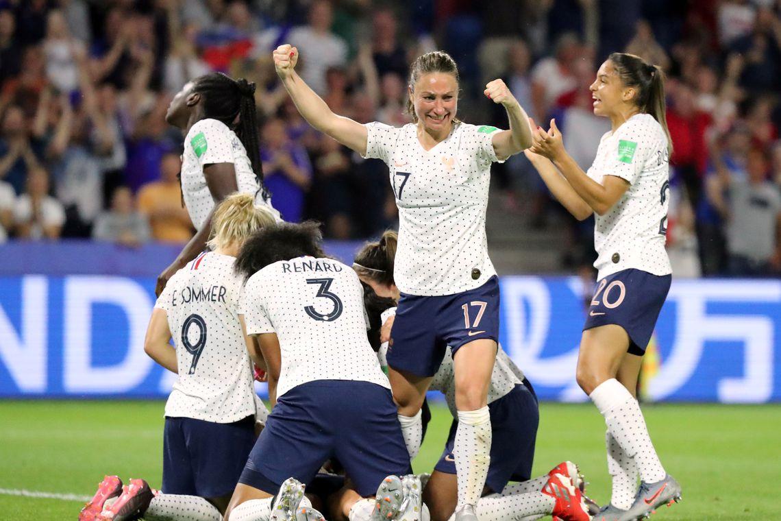 Brasil e França jogam pela Copa do Mundo Feminina