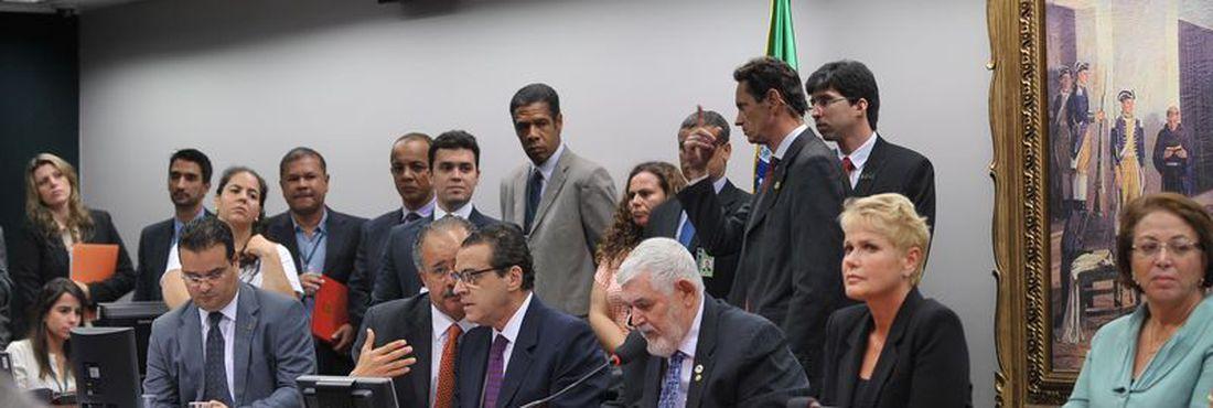 A apresentadora Xuxa Meneghel compareceu à reunião da Comissão de Constituição e Justiça da Câmara (CCJ), na manhã de hoje (21), destinada à votação do projeto conhecido como a Lei da Palmada.