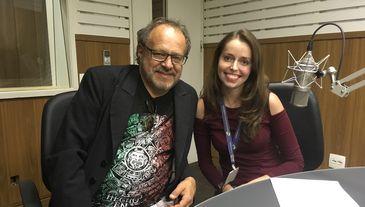 Compositor Marcus Viana e a apresentadora Isabela Azevedo durante a gravação do Na Trilha da História