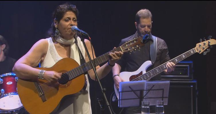 Todas as Bossas exibe show da cantora Lenna Pablo