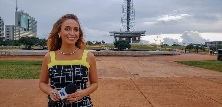 Jornalista Karina Cardoso comanda o Antenize
