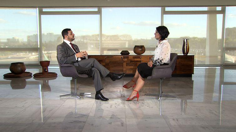 Roseann Kennedy conversa com Hussein Kalout