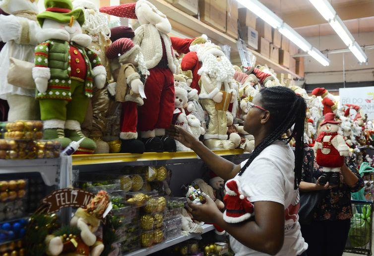 São Paulo - A loja O Rei do Armarinho, especializada em artigos natalinos  (Rovena Rosa/Agência Brasil)