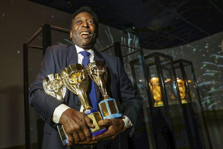 - Com três títulos, Pelé é o jogador que mais ganhouCopa do Mundo -  strong Direitos reservados/Divulgação CBF /strong
