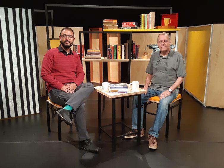 Paulo Henriques Britto fala sobre tradução no Trilha de Letras