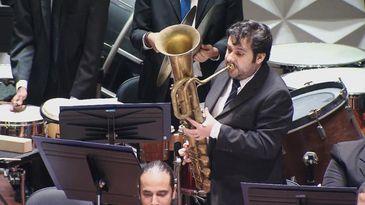 Everson Moraes faz solo de oficleide, raro instrumento de sopro