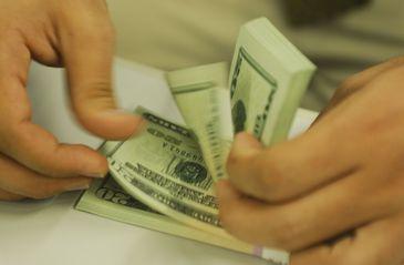 Dólares-Moeda estrangeira