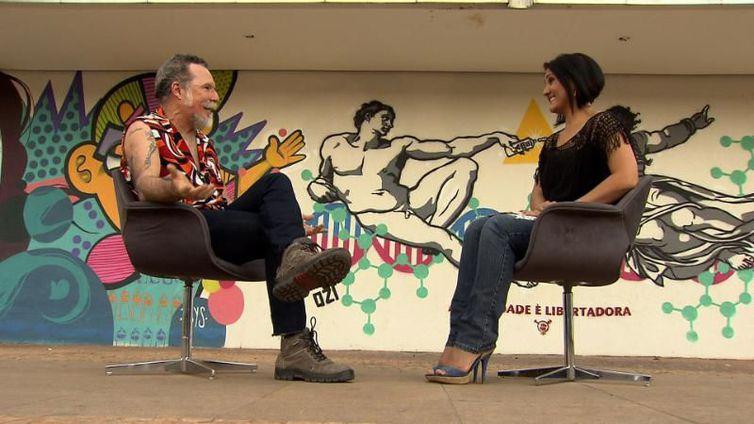 Produtor cultural Roger de Renor conversa com Roseann Kennedy