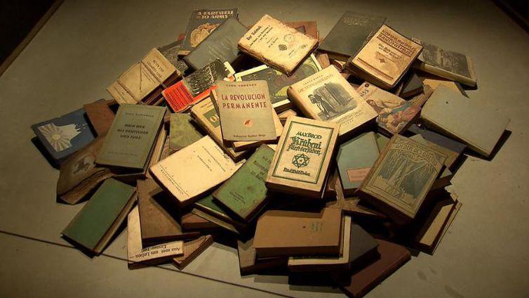 Livros no Museu do Holocausto de Curitiba