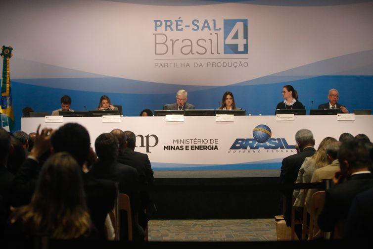 A Agência Nacional do Petróleo, Gás natural e Biocombustíveis (ANP) realiza a 4ª rodada de licitação do pré-sal.