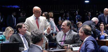 O Senado aprovou em dois turnos nesta quarta-feira (3), por 59 votos a favor, 5 contrários e nenhuma abstenção, a proposta de emenda à Constituição que determina a execução obrigatória de emendas de bancada (PEC 34/2019)
