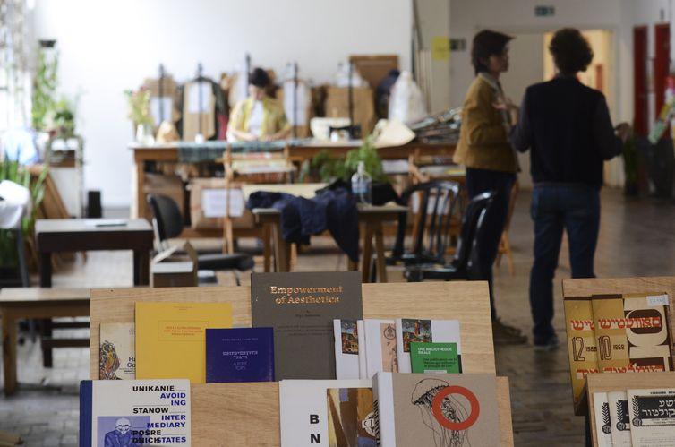 Reabertura da biblioteca da Casa do Povo, que possui um acervo de quase 8 mil livros e centenas de moldes de roupas, no Bom Retiro, em São Paulo.
