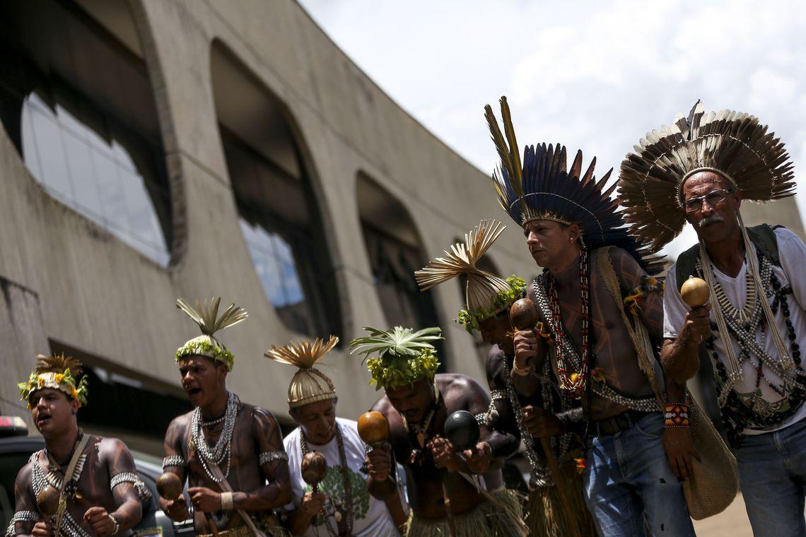 Representantes de povos indígenas vão ao CCBB entregar carta ao presidente eleito Jair Bolsonaro.