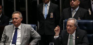Brasília - Presidentes do Senado, Renan Calheiros, e do Supremo Tribunal Federal, Ricardo Lewandowski, durante depoimento do auditor fiscal do TCU Antonio Carlos Costa D'ávila (Fabio Rodrigues Pozzebom/Agência Brasil)