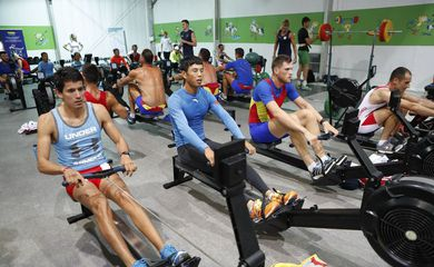 Atletas treinam na academia da Vila Olímpica dos Jogos Rio 2016