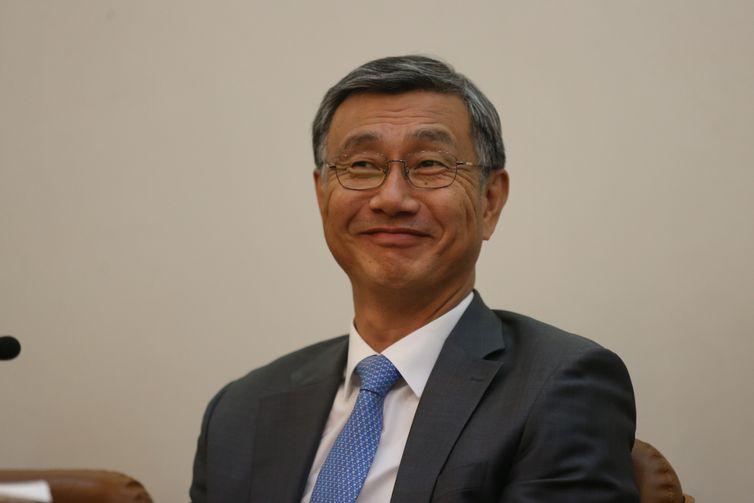 O embaixador da coreia do sul no brasil, Jeong-Gwan Lee, participa do II concurso de ensaios de literatura coreana na Associacao Nacional de Literatura