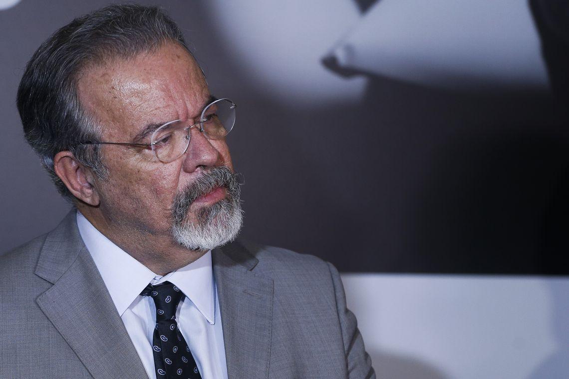 O ministro da Segurança Pública, Raul Jungmann, fala à imprensa após Simpósio de Combate à Corrupção, na Fundação Getúlio Vargas, Rio de Janeiro.