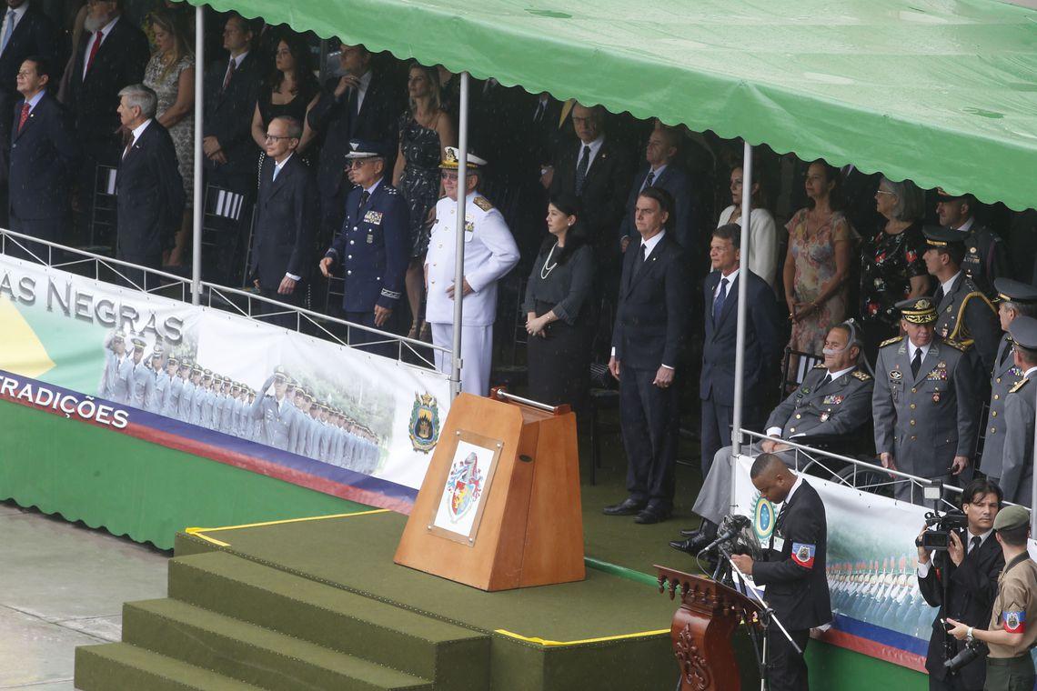 Cerimônia de formatura dos oficiais combatentes do Exército da Academia Militar das Agulhas Negras (AMAN), em Resende, no sul fluminense.