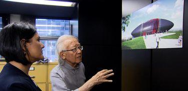 Roseann Kennedy entrevista o arquiteto Ruy Ohtake