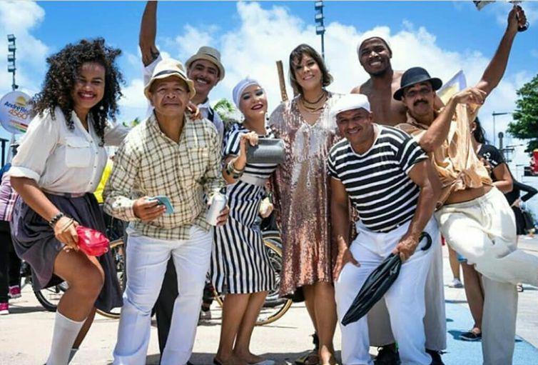 Adriana B anima a Tv Brasil com o show Pernambatuque