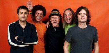 A faixa Verão da TV Brasil recebe o grupo A Cor do Som