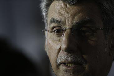 O senador Romero Jucá (MDB-RR) anuncia que está deixando a liderança do governo após desentendimentos com o Palácio do Planalto sobre as respostas que têm sido dadas à crise de Roraima.