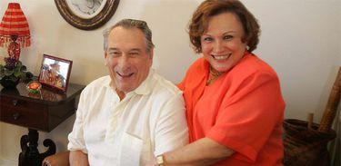 O ator Paulo Goulart, ao lado da mulher Nicette Bruno