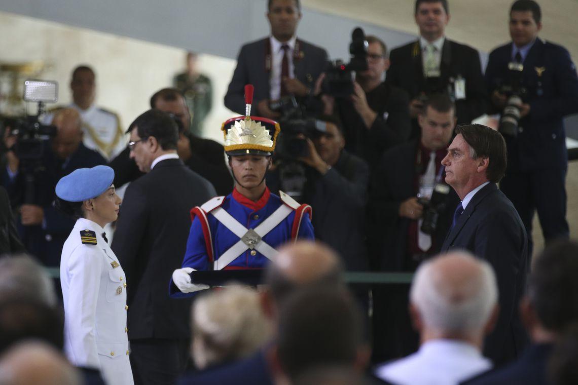 O presidente Jair Bolsonaro preside a solenidade de cumprimentos aos novos Oficiais Generais promovidos das Forças Armadas ao Presidente da República, no Palácio do Planalto, serão condecorados com a medalha da Vitória e a medalha Militar