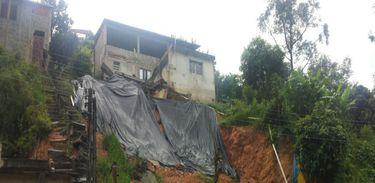 Francisco Morato (SP) – A cidade de São Paulo está em estado de atenção para alagamentos. Na foto, deslizamento em Francisco Morato, na região metropolitana (Defesa Civil/SP)