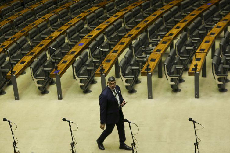 O deputado Alexandre Frota é o primeiro a chegar ao Plenário Ulysses Guimarães para a posse.