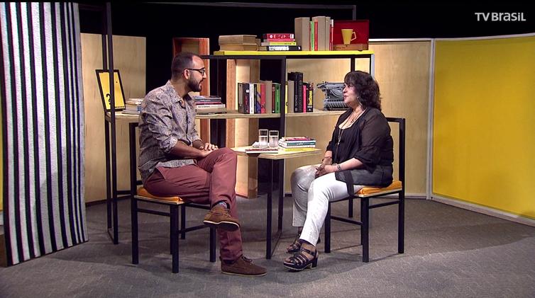 Raphael Montes entrevista a escritora Raquel de Oliveira