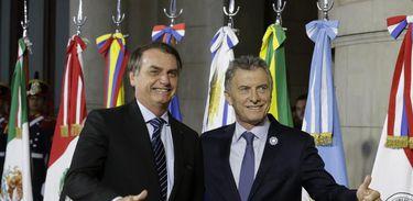 Presidente Jair Bolsonaro cumprimenta o Presidente Maurício Macri.