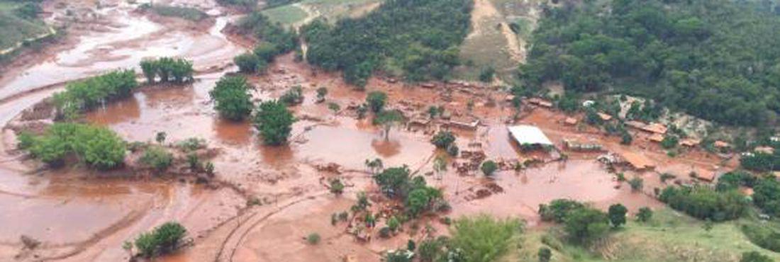 Mariana (MG) – Ruínas em Bento Rodrigues, distrito de Mariana, dois anos após a tragédia do rompimento da Barragem de Fundão, da mineradora Samarco. Foto: José Cruz/Agência Brasil