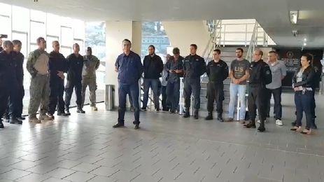 O candidato à Presidência da República, Jair Bolsonaro (PSL), vista o Bope no Rio de Janeiro.