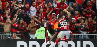 Time do Flamengo na Ilha do Urubu